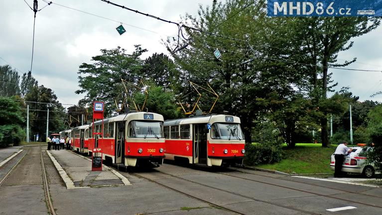 Dispečerský řízené posilové vlaky X čekající na svůj výjezd ve smyčce Špejchar