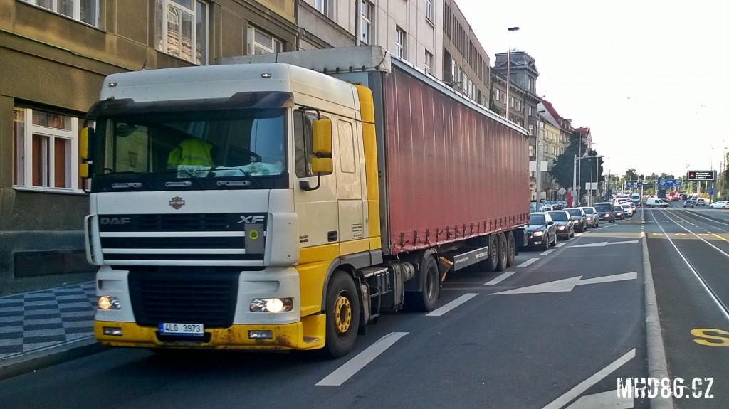 Běžný pohled na ulici Svatovítskou v Praze 6