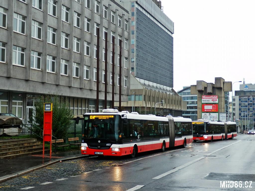 Dopravu místo metra zajišťuje autobusová linka X-C (Pražského povstání)
