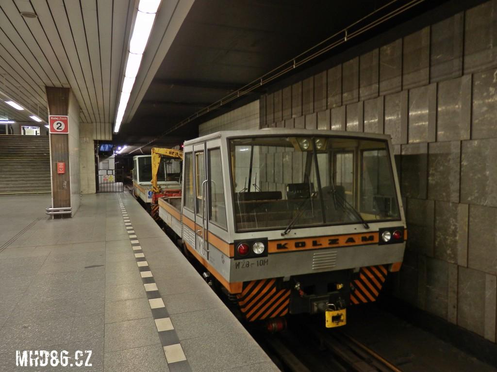 Pracovní vlak ve stanici Pražského povstání