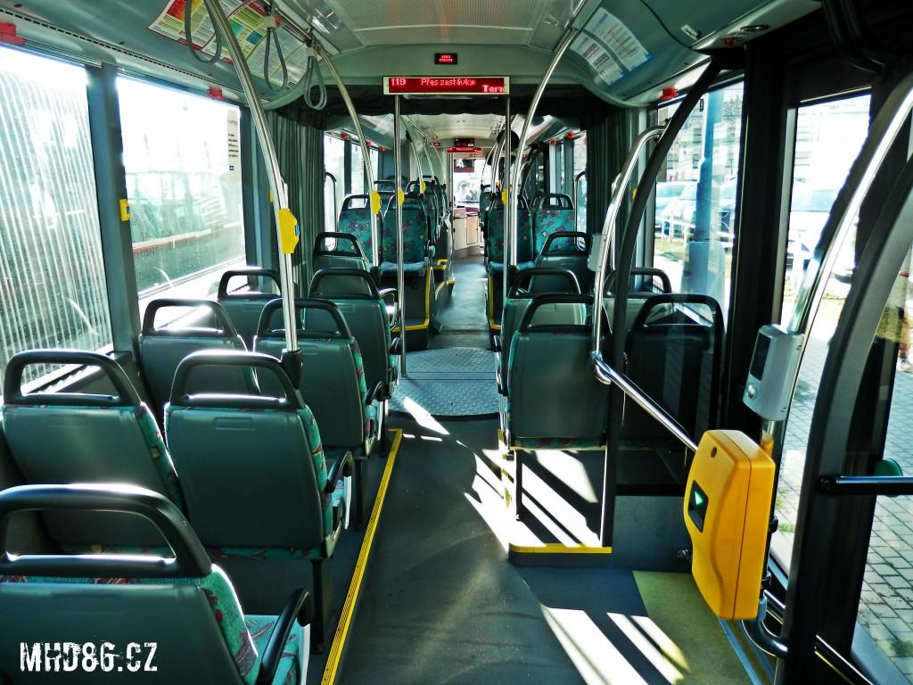 """Pár sedaček by potřebovalo """"vyházet"""". Ani u dveří není prostor pro stání a zavazadla"""