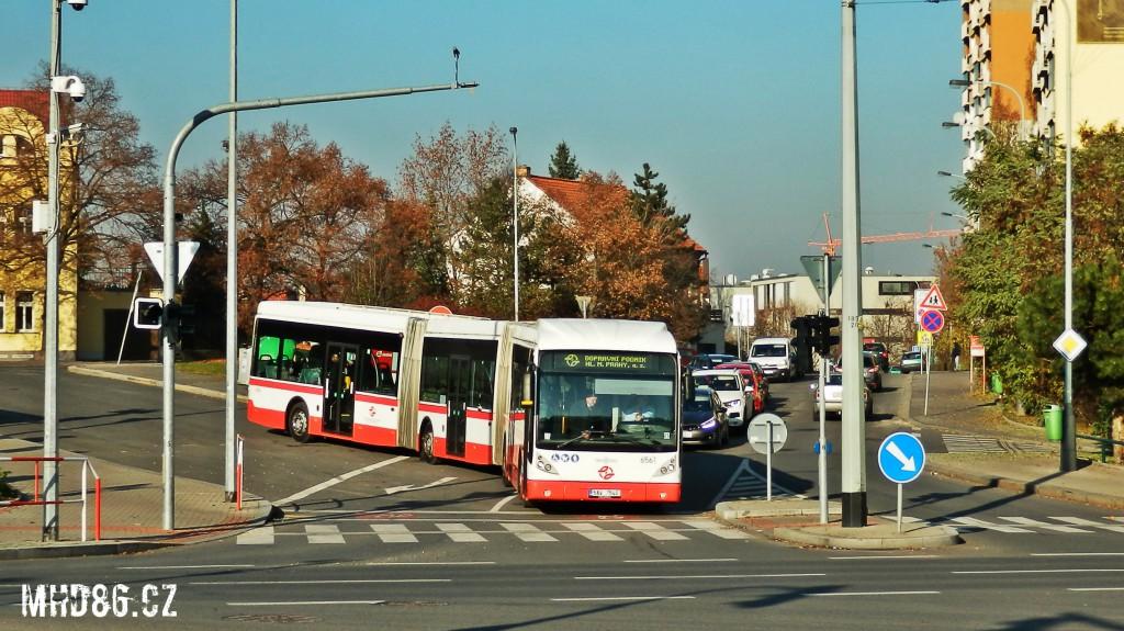 Autobus na výjezdu z obratiště Nádraží Veleslavín - sever